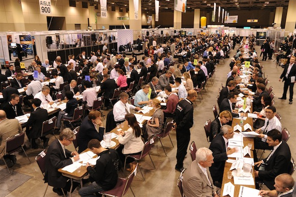328 of the brightest entrepreneurial and business minds in Canada speed-networked their way to setting the newest Guinness World Record in the Most People Attending a Business Speed Networking Event - Single Venue category at the Discovery 12 conference hosted by Ontario Centres of Excellence. (CNW Group/Ontario Centres of Excellence)