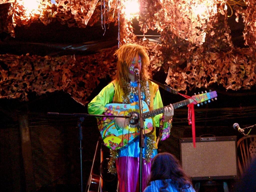hippie-497976_1280